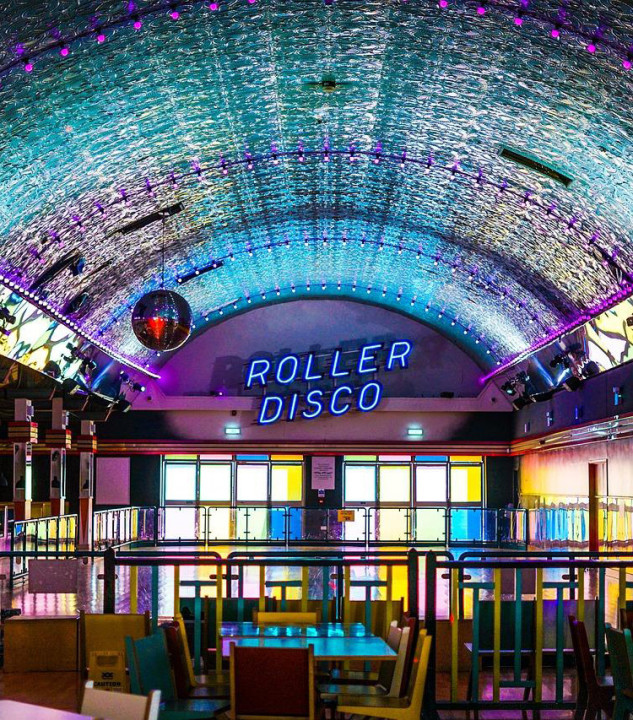 ROLLER DISCO | Make it easy to skate even in the cold season